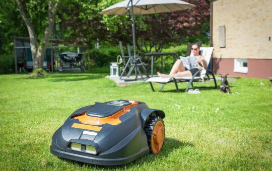 cel mai bun robot de tuns iarba
